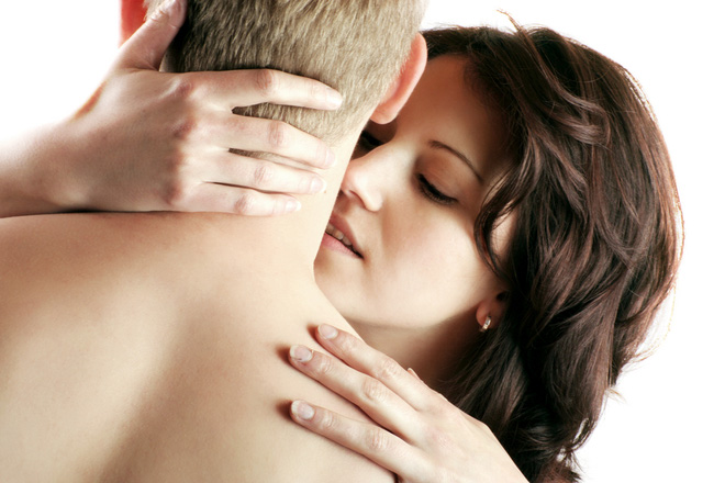 """Không cần đẹp hay bốc lửa, chỉ cần biết sử dụng đôi bàn tay của mình trên giường, chồng sẽ """"gục"""" ngay trong tích tắc - Ảnh 2."""