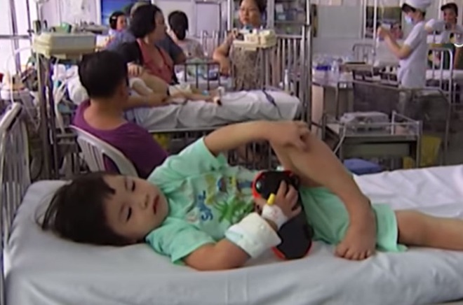 Lời kể của bà mẹ có con vừa mắc kawasaki - căn bệnh nguy hiểm rất dễ nhầm với bệnh khác - Ảnh 3.