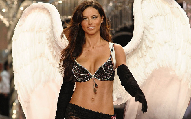 Ai cũng bất ngờ khi Adriana Lima thông báo thời gian nghỉ hưu show Victorias Secret  - Ảnh 1.