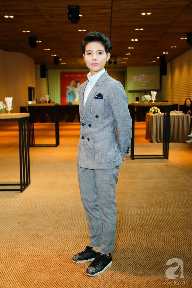 Hương Tràm diện váy siêu ngắn khoe vẻ gợi cảm cạnh Tiên Cookie - Ảnh 4.
