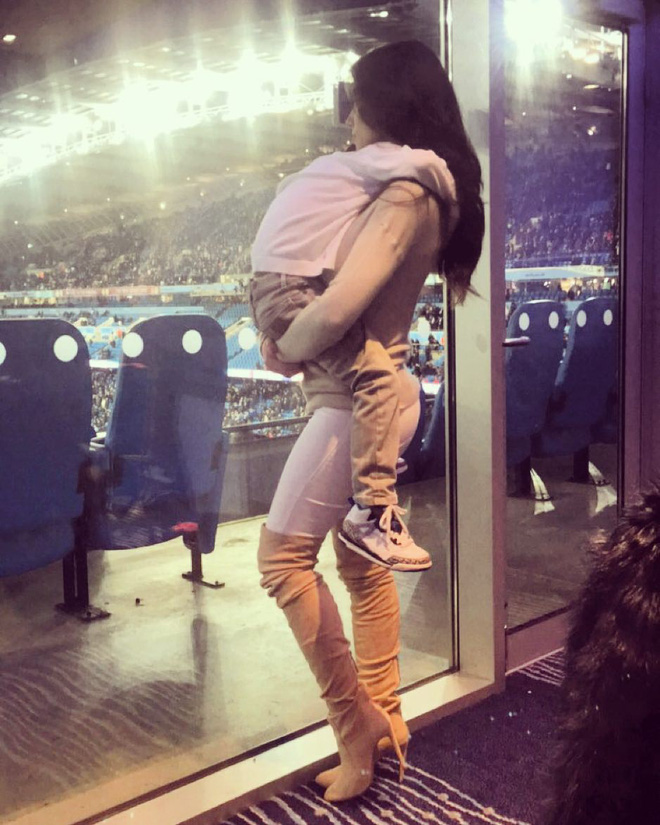 Hãy học cách làm vợ cầu thủ qua tấm gương này trước khi mơ cưới được... Xuân Trường hay Tiến Dũng - Ảnh 13.