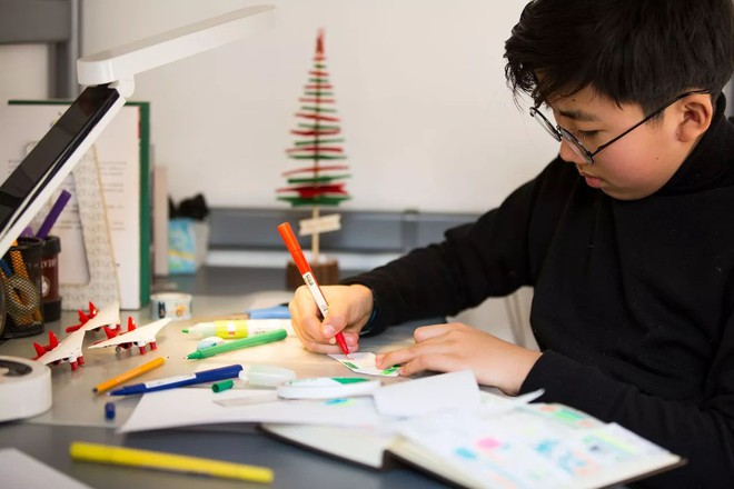 Cậu bé 10 tuổi tự học ở nhà, thành thạo 3 thứ tiếng, viết được 2 cuốn sách bằng tiếng Anh - Ảnh 4.
