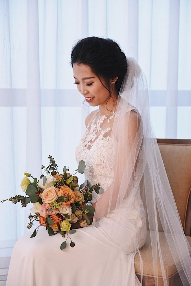 Đám cưới không thể quên: Cô dâu chú rể Việt kiều và quan khách hò hét, nín thở theo từng pha bóng trong trận chung kết của U23 Việt Nam - Ảnh 10.