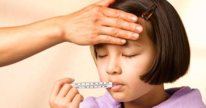 Dịch cúm mùa đang cao điểm, cha mẹ cần phải những lưu ý sau để con không gặp biến chứng - Ảnh 2.