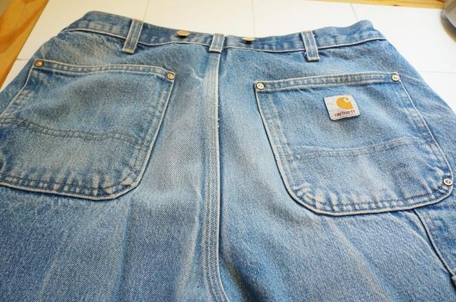 Nghe lời người lạ cho quần jeans vào ngăn đá, chàng trai ngạc nhiên với kết quả sau đó - Ảnh 1.