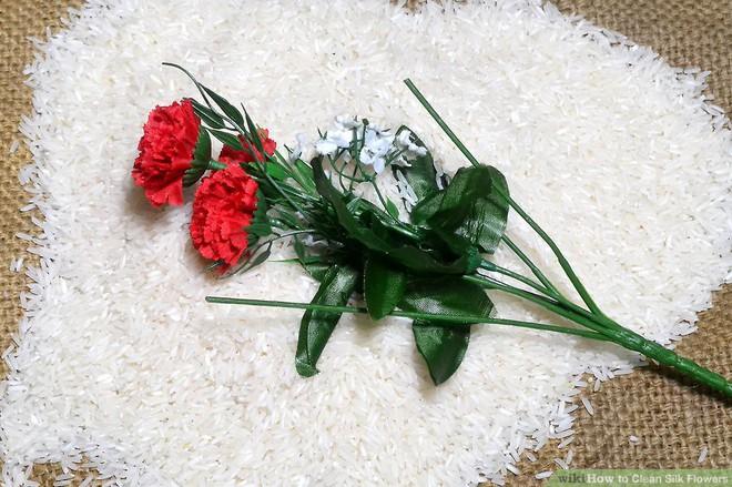 Làm sạch hoa bằng gạo