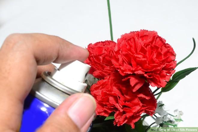 Làm sạch hoa bằng dung dịch xịt