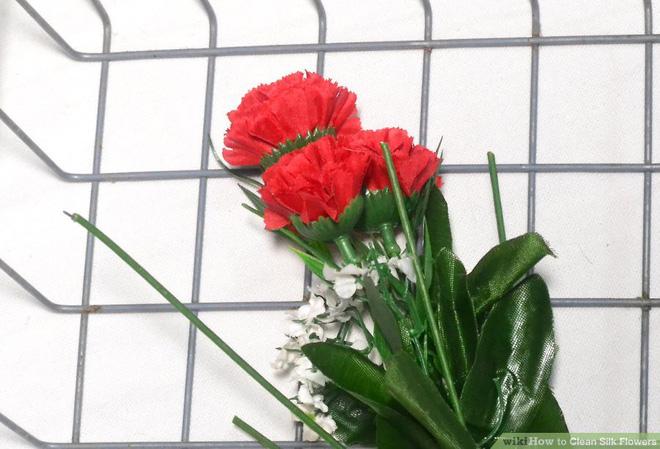 Dùng máy rửa chén để làm sạch hoa