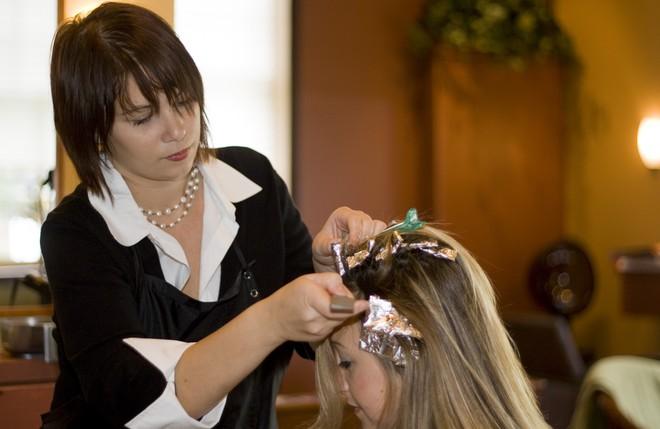 Chỉ cần chú ý 5 điều quan trọng sau, bạn sẽ an toàn hơn nhiều sau mỗi lần nhuộm tóc - Ảnh 4.