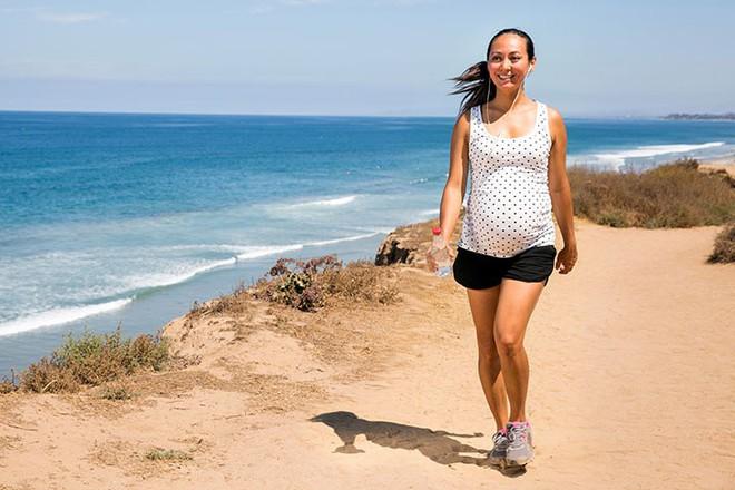 Những bài tập thể dục đơn giản giúp mẹ bầu vượt cạn bằng cách sinh thường dễ dàng, ít đau đớn - Ảnh 4.