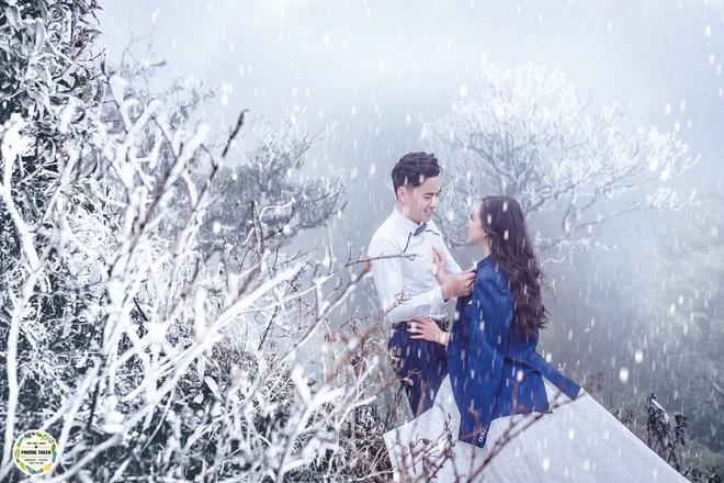 Trọn bộ ảnh cưới vai trần trong băng tuyết của cặp đôi Hà Nội tại Sapa khiến MXH xuýt xoa vì lạnh quá! - Ảnh 4.