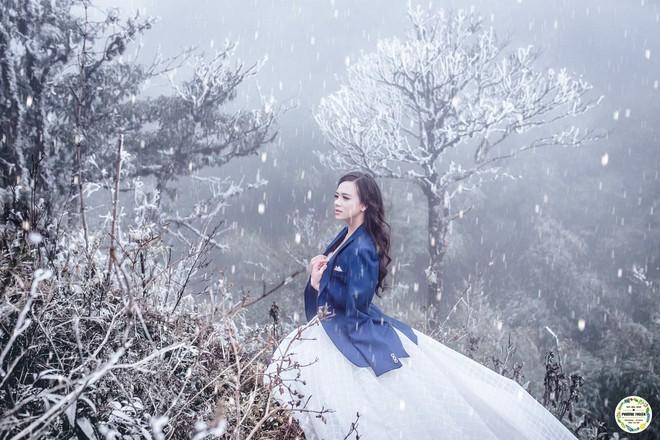 Trọn bộ ảnh cưới vai trần trong băng tuyết của cặp đôi Hà Nội tại Sapa khiến MXH xuýt xoa vì lạnh quá! - Ảnh 7.