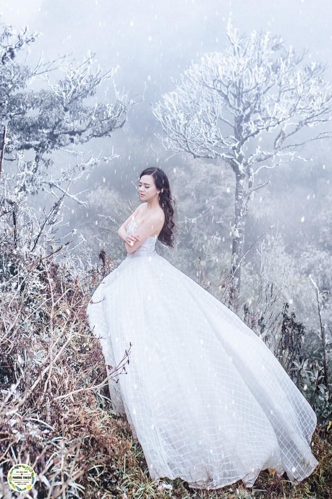 Trọn bộ ảnh cưới vai trần trong băng tuyết của cặp đôi Hà Nội tại Sapa khiến MXH xuýt xoa vì lạnh quá! - Ảnh 3.