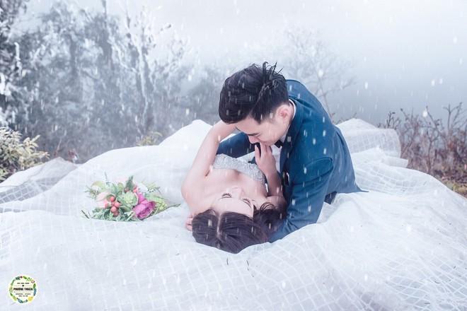 Trọn bộ ảnh cưới vai trần trong băng tuyết của cặp đôi Hà Nội tại Sapa khiến MXH xuýt xoa vì lạnh quá! - Ảnh 5.