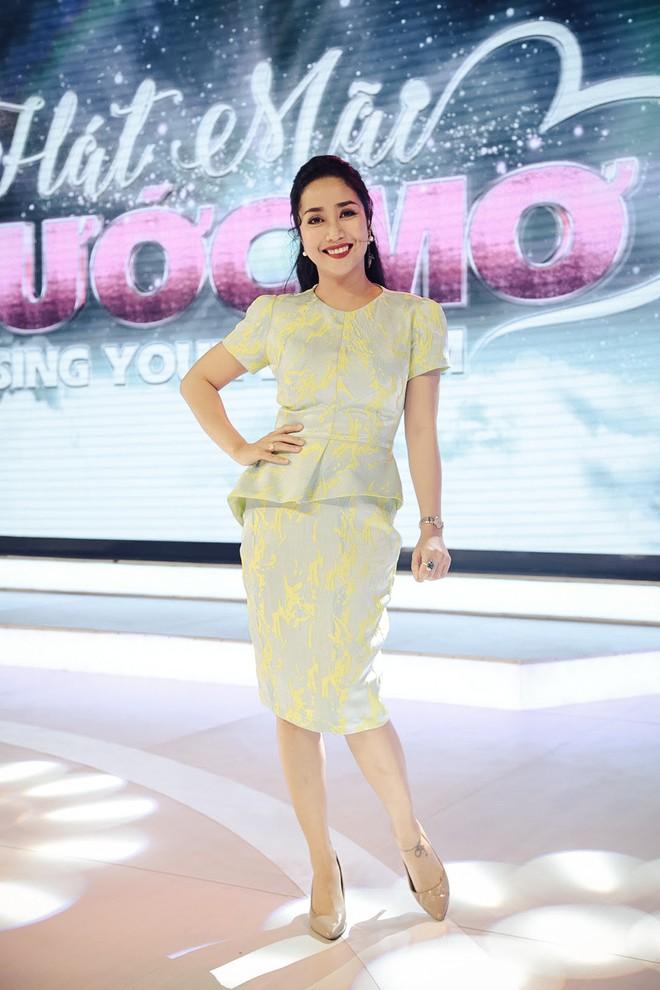 Diện đầm hoa bắt mắt Cẩm Ly xinh đẹp hội ngộ MC Ốc Thanh Vân - Ảnh 5.