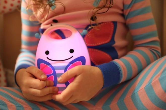 Những mẫu đèn ngủ dễ thương khiến bé con mê tít - Ảnh 4.