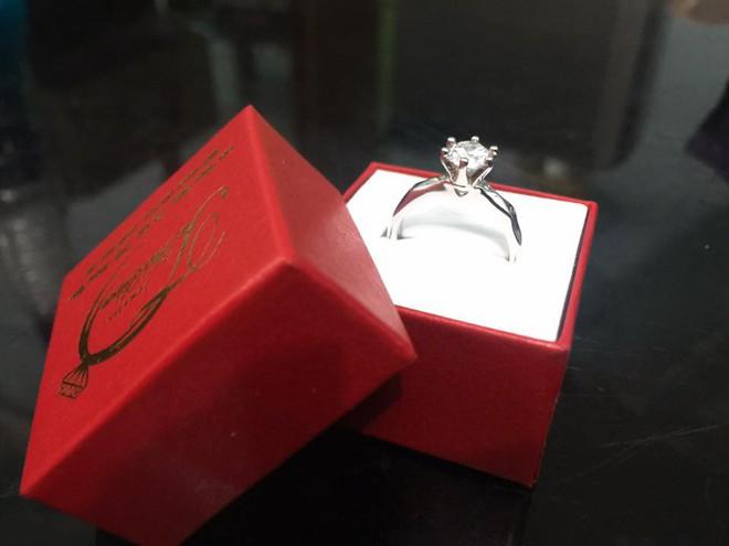 Chị em khoe quà Valentine sớm: người trang sức hàng hiệu sang chảnh, người được chồng tâm lý tặng cuộn chỉ vàng - Ảnh 10.