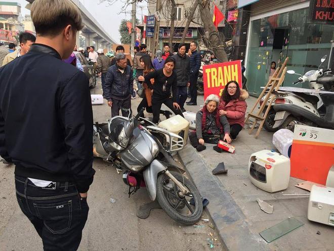 Hà Nội: Xe điên gây tai nạn liên hoàn, nhiều người đang về ăn Tết phải nhập viện - Ảnh 3.