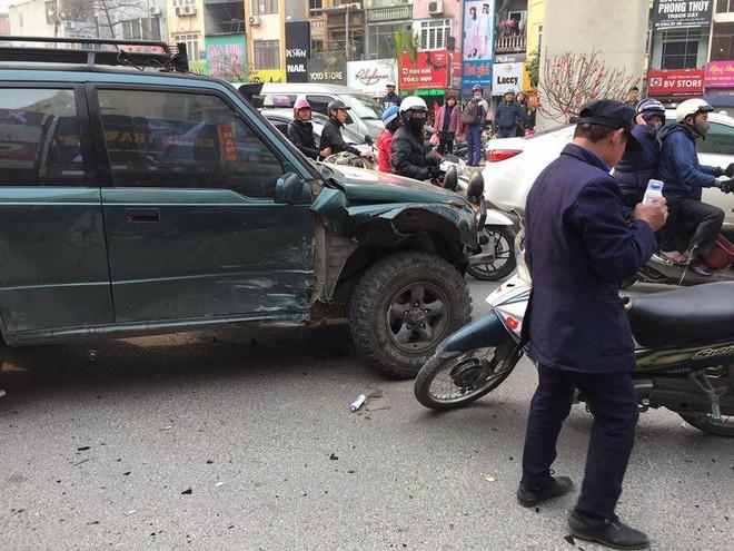 Hà Nội: Xe điên gây tai nạn liên hoàn, nhiều người đang về ăn Tết phải nhập viện - Ảnh 6.