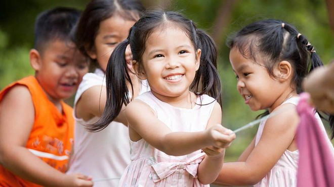 Ngoài di truyền sinh học, trẻ cũng có có thể được di truyền điều này từ bố mẹ - Ảnh 2.