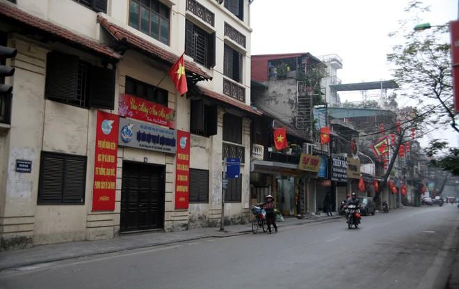 Sáng 29 Tết, nhiều tuyến phố Hà Nội đã vắng bóng người qua lại - Ảnh 6.