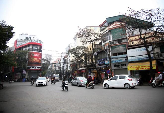 Sáng 29 Tết, nhiều tuyến phố Hà Nội đã vắng bóng người qua lại - Ảnh 8.