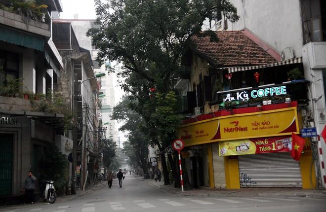 Sáng 29 Tết, nhiều tuyến phố Hà Nội đã vắng bóng người qua lại - Ảnh 10.