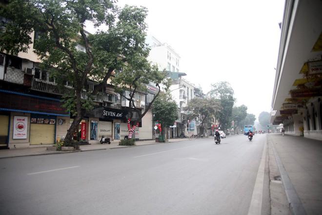 Sáng 29 Tết, nhiều tuyến phố Hà Nội đã vắng bóng người qua lại - Ảnh 13.
