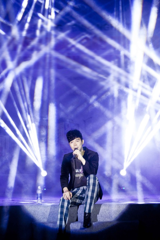 Nathan Lee chạy show xuyên Tết, vui vẻ đón năm mới dù chủ một mình - Ảnh 3.