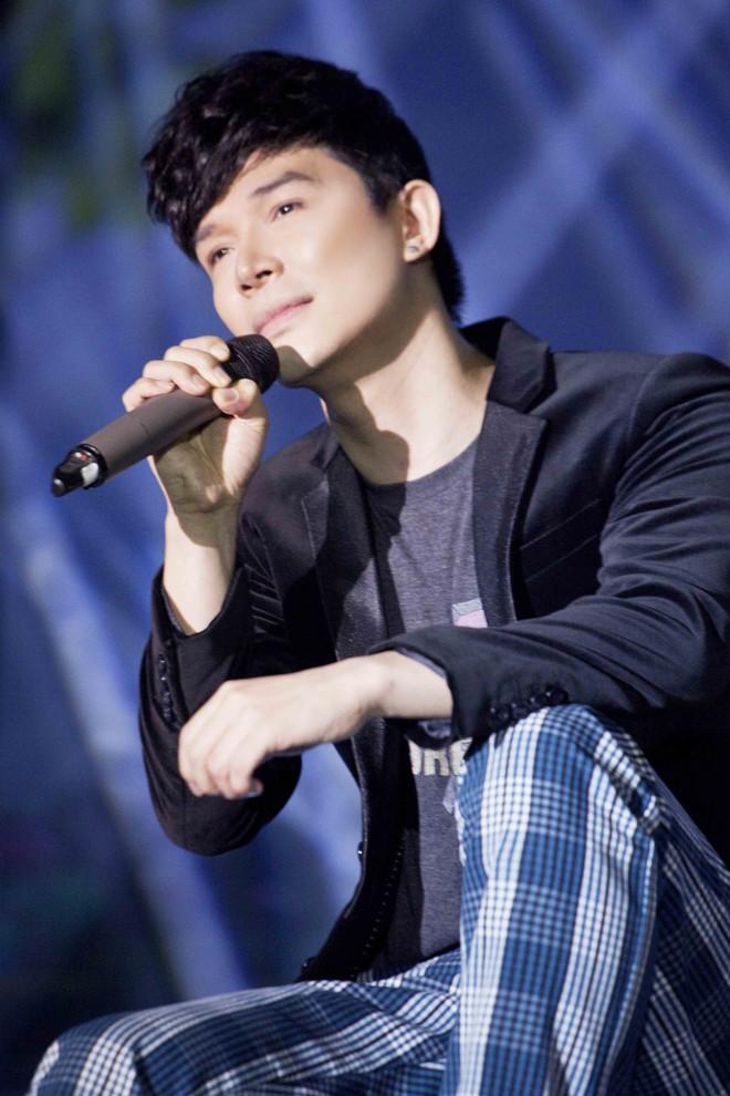 Nathan Lee chạy show xuyên Tết, vui vẻ đón năm mới dù chủ một mình - Ảnh 5.