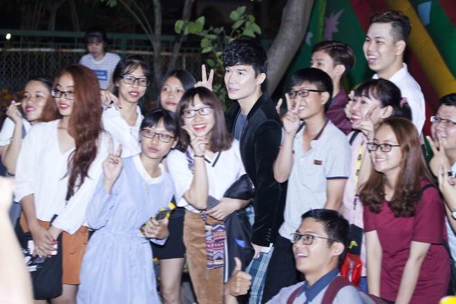Nathan Lee chạy show xuyên Tết, vui vẻ đón năm mới dù chủ một mình - Ảnh 7.