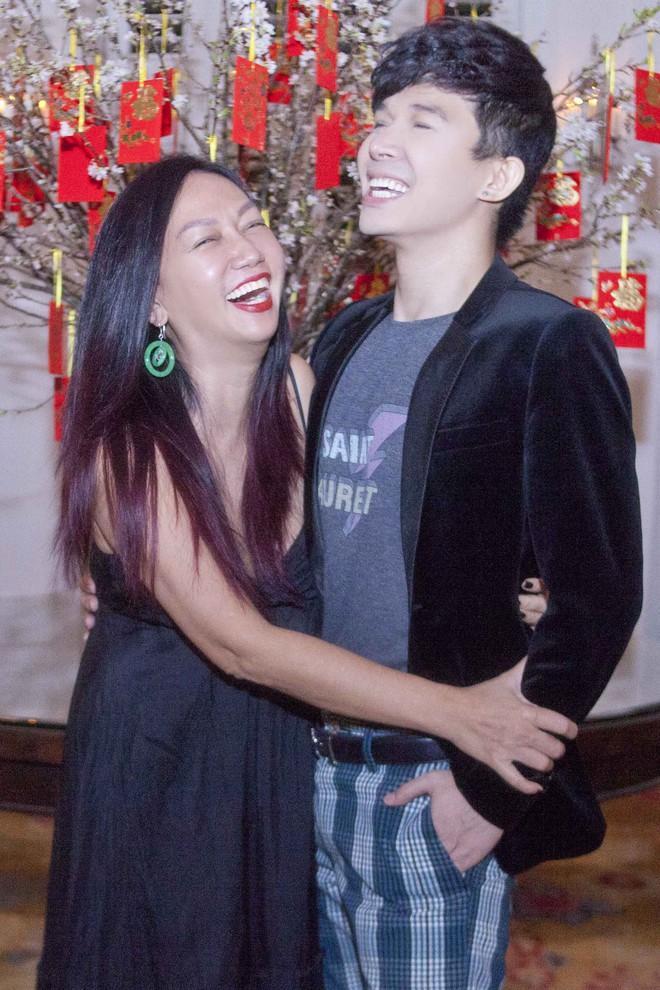 Nathan Lee chạy show xuyên Tết, vui vẻ đón năm mới dù chủ một mình - Ảnh 8.