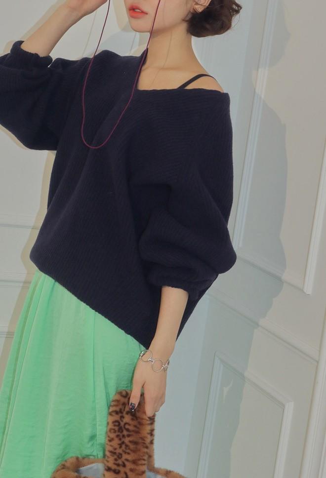 Không cần váy áo cầu kỳ, loạt trang sức nhỏ này sẽ giúp cho set đồ của bạn thêm thu hút trong mắt chàng - Ảnh 7.