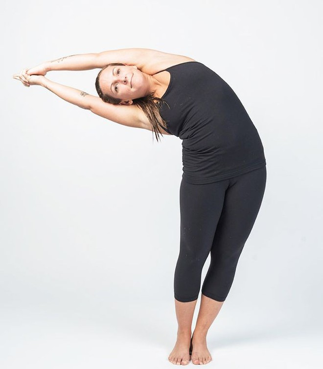 3 tư thế yoga tối ưu chị em có thể tập luyện trong những ngày có đèn đỏ - Ảnh 4.