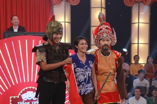 Cô bán chè Kim Dung trở lại, Trấn Thành - Trường Giang lại cười không thể kìm nén - Ảnh 6.