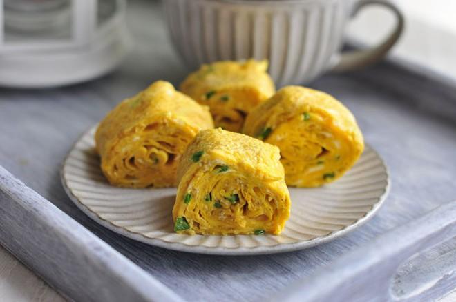 Chỉ cần thêm 1 nguyên liệu này vào bạn đã có ngay món trứng chiên ngon bổ - Ảnh 6.