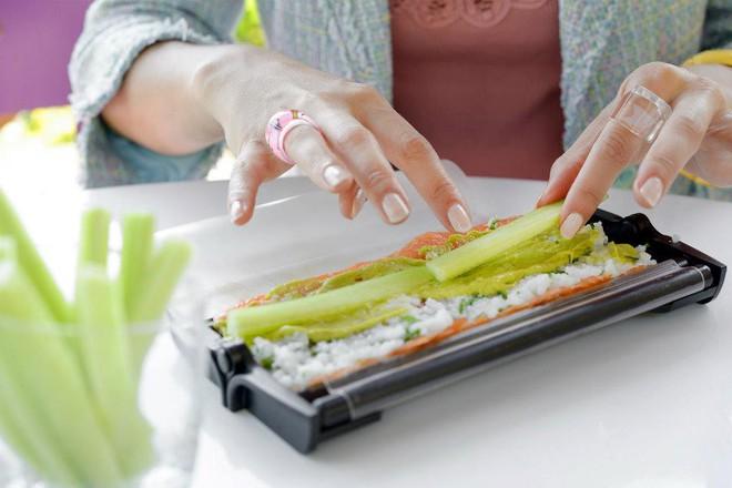 5 bộ dụng cụ giúp bạn tự làm sushi, ăn uống sang chảnh ngay tại nhà - Ảnh 4.
