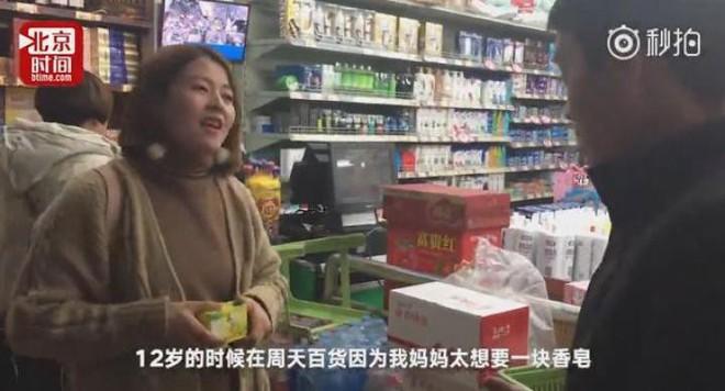 Cắn rứt lương tâm suốt 20 năm vì ăn cắp xà phòng trong siêu thị, cô gái quyết định làm một việc lay động lòng người - Ảnh 1.
