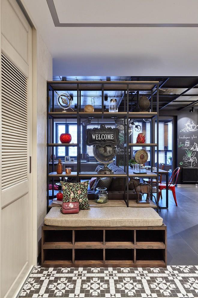 Độc đáo căn hộ 69 m2 với bức tường gạch thô, đầy màu sắc ấm áp - Ảnh 2.