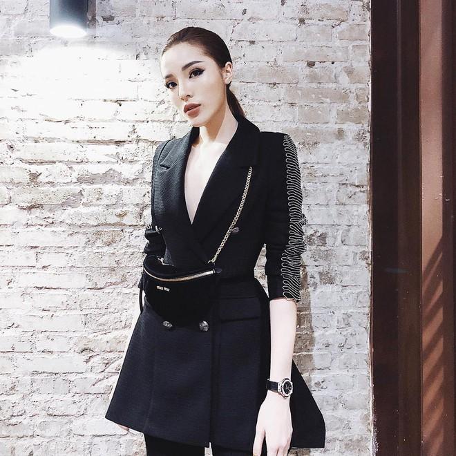 Sao và fashionista Việt bây giờ ai cũng phải đeo túi 2 kiểu này mới chịu! - Ảnh 1.