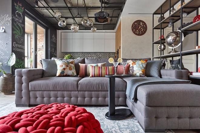 Độc đáo căn hộ 69 m2 với bức tường gạch thô, đầy màu sắc ấm áp - Ảnh 3.