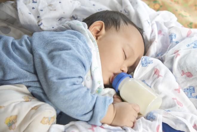 Bé 4 tháng tuổi tử vong khi tự bú bình – tai nạn khi bố mẹ lơ là dù chỉ 1 phút - Ảnh 4.