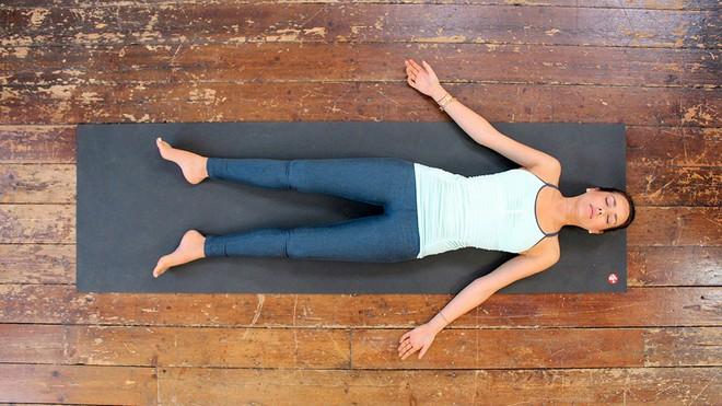 8 tư thế yoga giúp tăng khả năng sinh sản, chị em nào đang muốn có con đều nên tập thử - Ảnh 9.