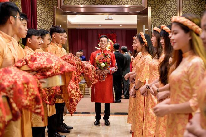 """Đám hỏi đỏ từ A-Z đậm chất Trung Hoa của cô sinh viên Harvard nguyện từ bỏ """"giấc mơ Mỹ"""" để ở lại Việt Nam vì người yêu - Ảnh 11."""