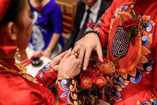 """Đám hỏi đỏ từ A-Z đậm chất Trung Hoa của cô sinh viên Harvard nguyện từ bỏ """"giấc mơ Mỹ"""" để ở lại Việt Nam vì người yêu - Ảnh 16."""
