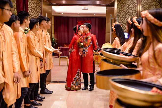 """Đám hỏi đỏ từ A-Z đậm chất Trung Hoa của cô sinh viên Harvard nguyện từ bỏ """"giấc mơ Mỹ"""" để ở lại Việt Nam vì người yêu - Ảnh 2."""