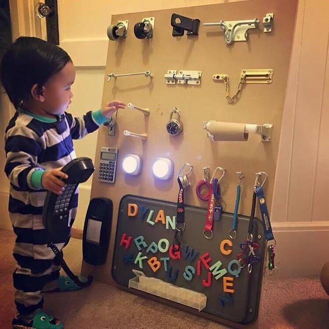 Không cần mua đồ chơi đắt tiền, hãy biến nhà bạn thành xưởng sản xuất đồ chơi để con phát triển tốt nhất - Ảnh 2.