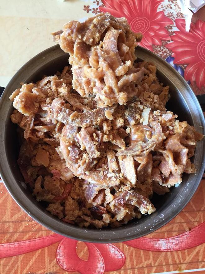 Chị em đua nhau tự làm mứt dừa, nhưng hội vụng về chỉ tạo ra dừa kho cháy cạnh, kẹo béo dẻo quánh thôi - Ảnh 9.