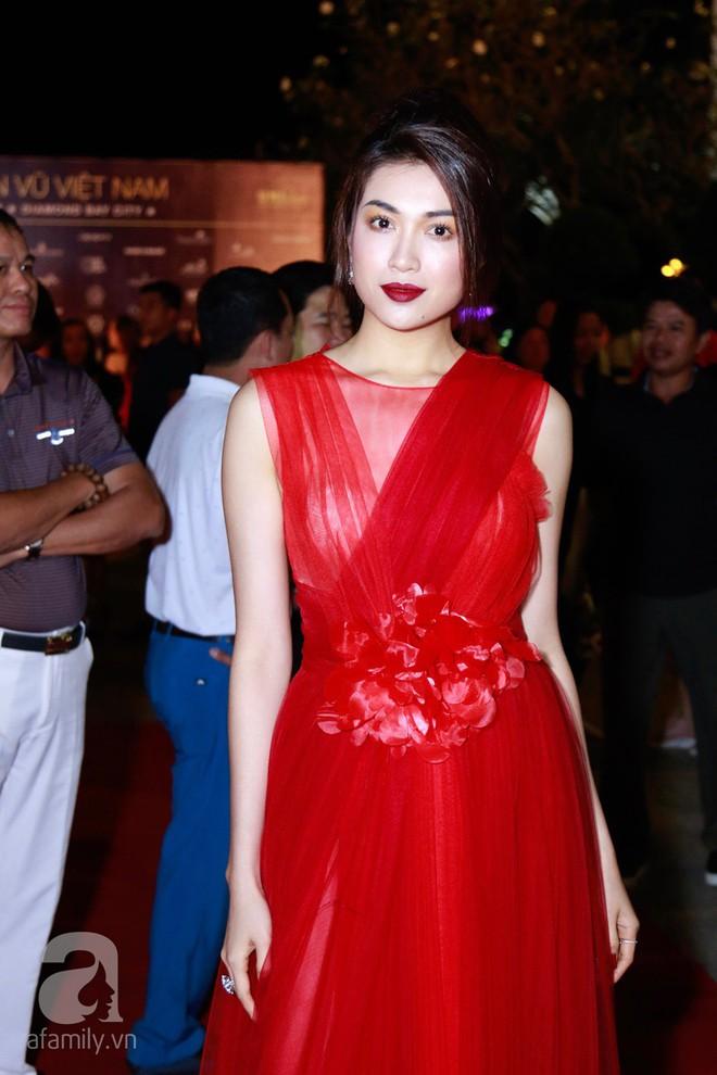 Hoa hậu Hoàn vũ 2008 Dayana Mendoza khoe vẻ đẹp tuyệt sắc, Mai Phương Thúy lộng lẫy như công chúa trên thảm đỏ chung kết Hoa hậu Hoàn vũ Việt Nam - Ảnh 9.