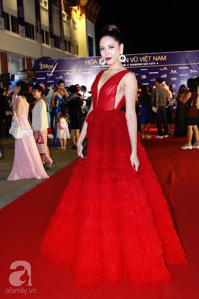 Hoa hậu Hoàn vũ 2008 Dayana Mendoza khoe vẻ đẹp tuyệt sắc, Mai Phương Thúy lộng lẫy như công chúa trên thảm đỏ chung kết Hoa hậu Hoàn vũ Việt Nam - Ảnh 14.